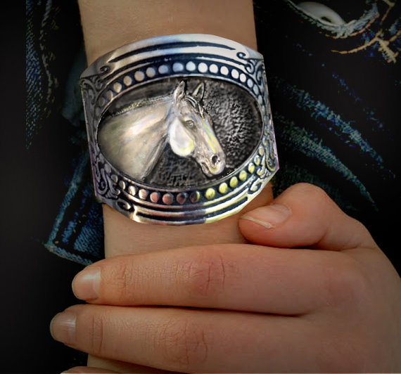 American Quarter horse head in a traditional gun stock pattern pewter cuff bracelet.
